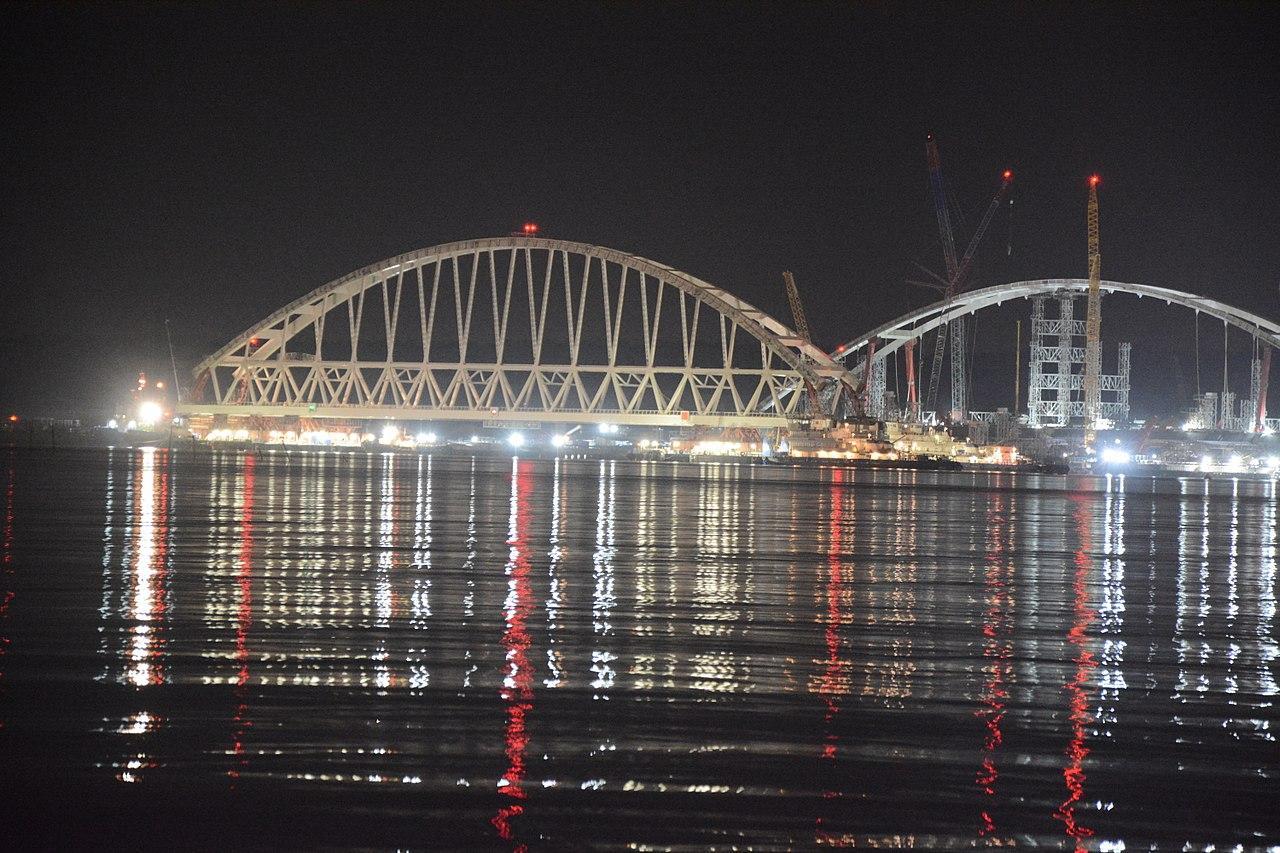 Крымский мост дал 10 советов водителям