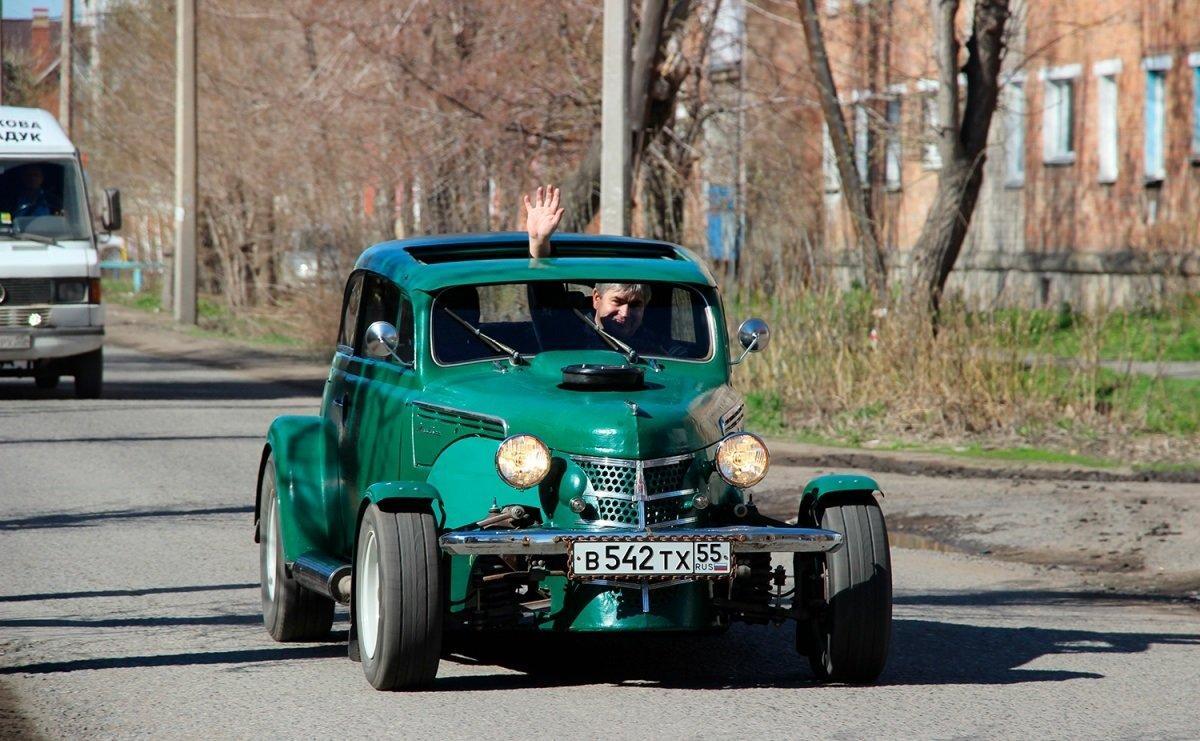 Житель россии сделал изстарого «Москвича-400» гоночное авто для дрэг-рейсинга