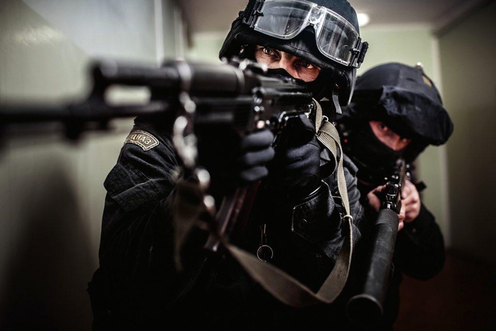 В российской столице вооруженный мужчина захватил заложников вквартире