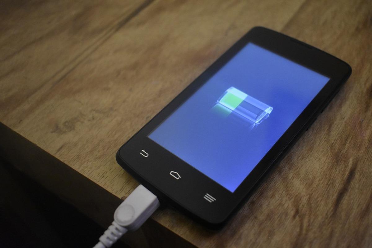 Energizer представили смартфон с«вечной» батареей