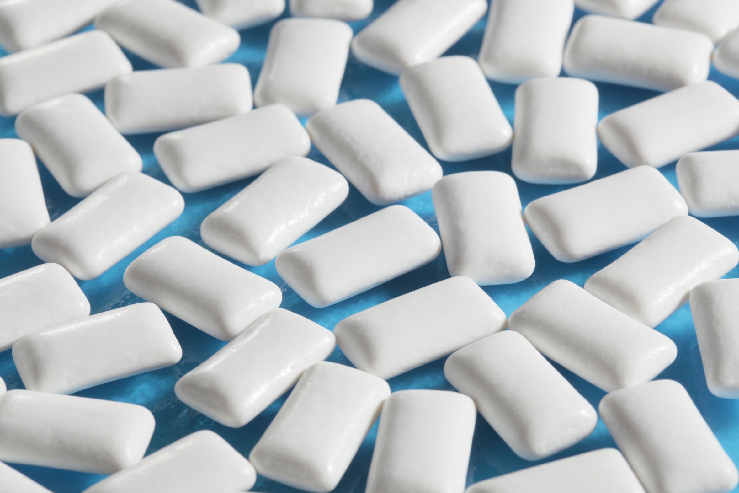 Ученые: Жевательная резинка помогает сбросить лишний вес