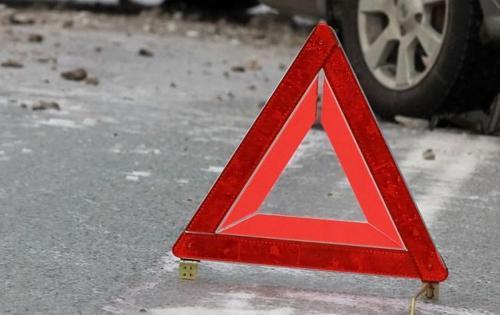В Новосибирске иномарка снесла светофор возле районной администрации