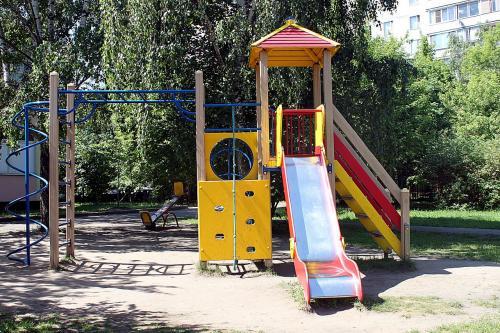 В Сети появились фото самой «суровой» детской горки в Балаково