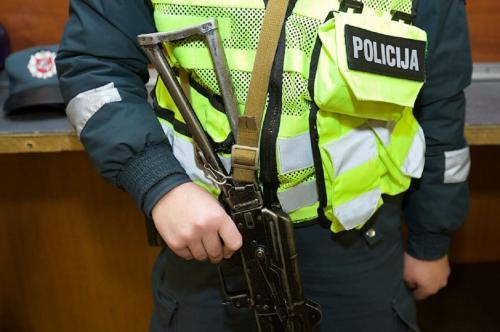 В Литве полиция избила старейшего русского журналиста