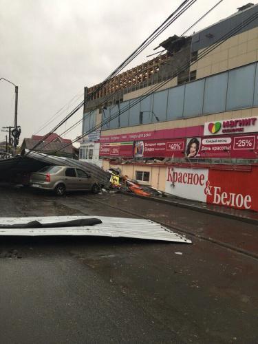 Появились первые фото ураганного ветра в Екатеринбурге