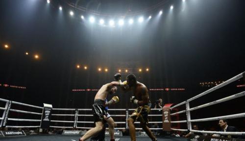 Боксёр Мэйсон Картрайт: Первое поражение в карьере и разорванная губа