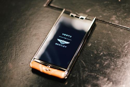 В РФ признали банкротом производителя премиум телефонов Vertu