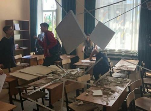 В Подмосковье в отремонтированной за 30 млн рублей школе рухнул потолок