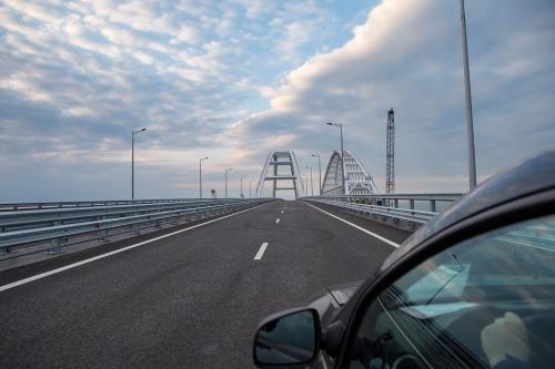 «Все на мост»: первые посетители Крымского моста начали флэшмоб в Сети