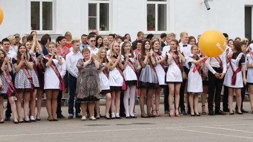 Ставропольской школьнице сделали предложение во время последнего звонка