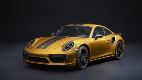 Спорткар Porsche 911 обзаведется двумя гибридными версиями