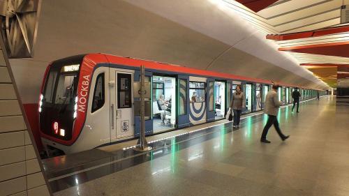 В Москве на 12 станциях метро установили новые турникеты