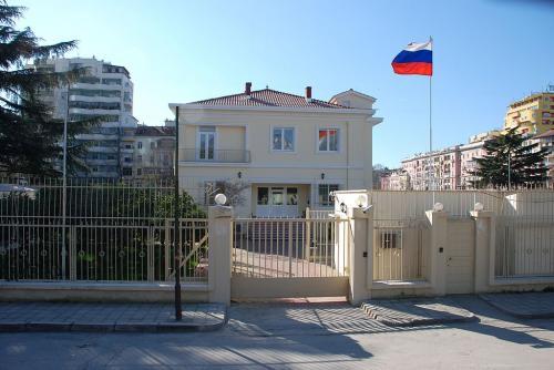Посольство России прокомментировало нападение россиян в Киеве
