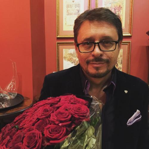 Владимир Маркин рассказал о выступлении со сломанной ногой и челюстью