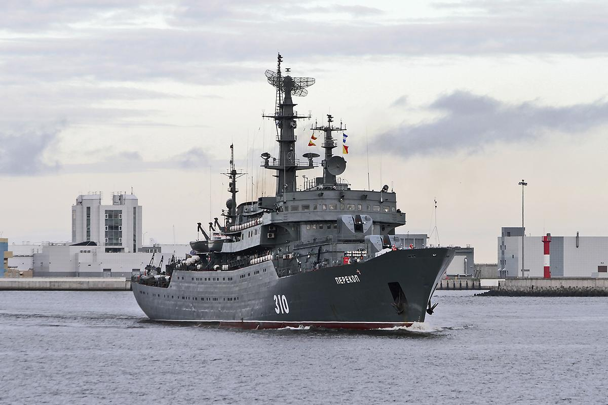 Корабль ВМФ РФ «Перекоп» прибыл изСевастополя воВладивосток