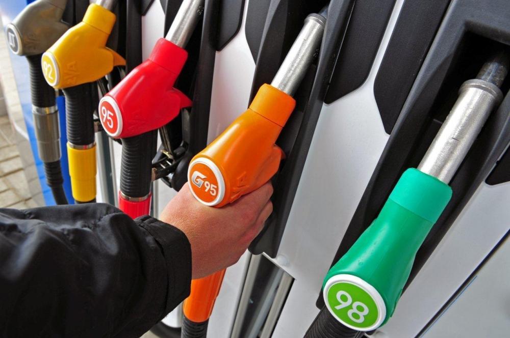 Жители России стали массово покупать бензин вглобальной паутине