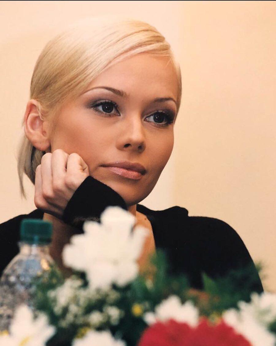 Elena Korikova Nude Photos 32
