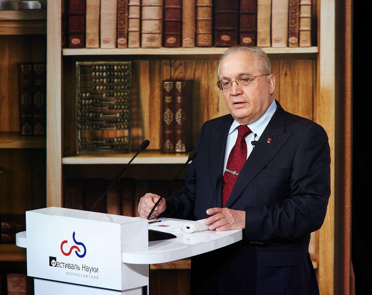 Ректор МГУ вступился заобвиняемого поделу онадписи «Нет фан-зоне»