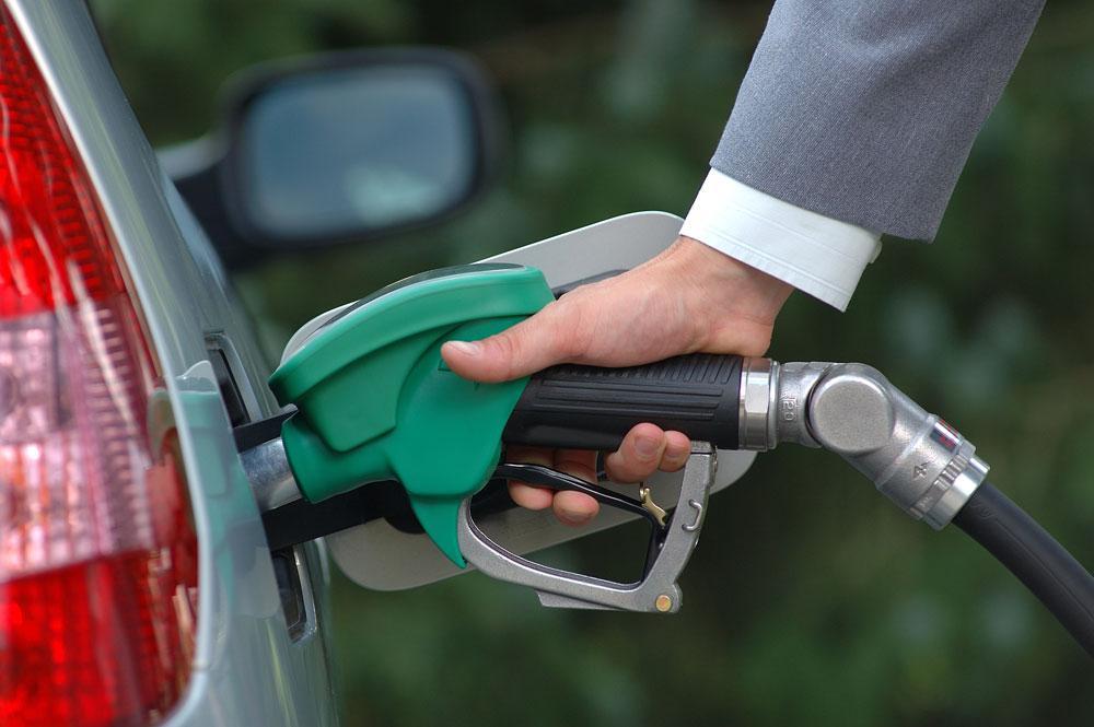 Жители России стали реже пользоваться автомобилями из-за цен набензин