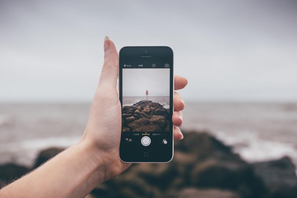 Специалисты: Врейтинге самых необыкновенных применений телефона лидирует съемка видеофильмов