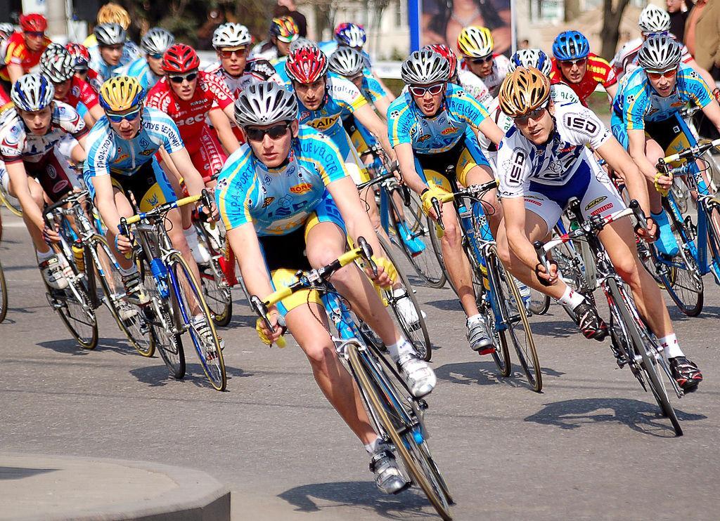 Как минимум  20 велогонщиков пострадали при велогонке вБельгии