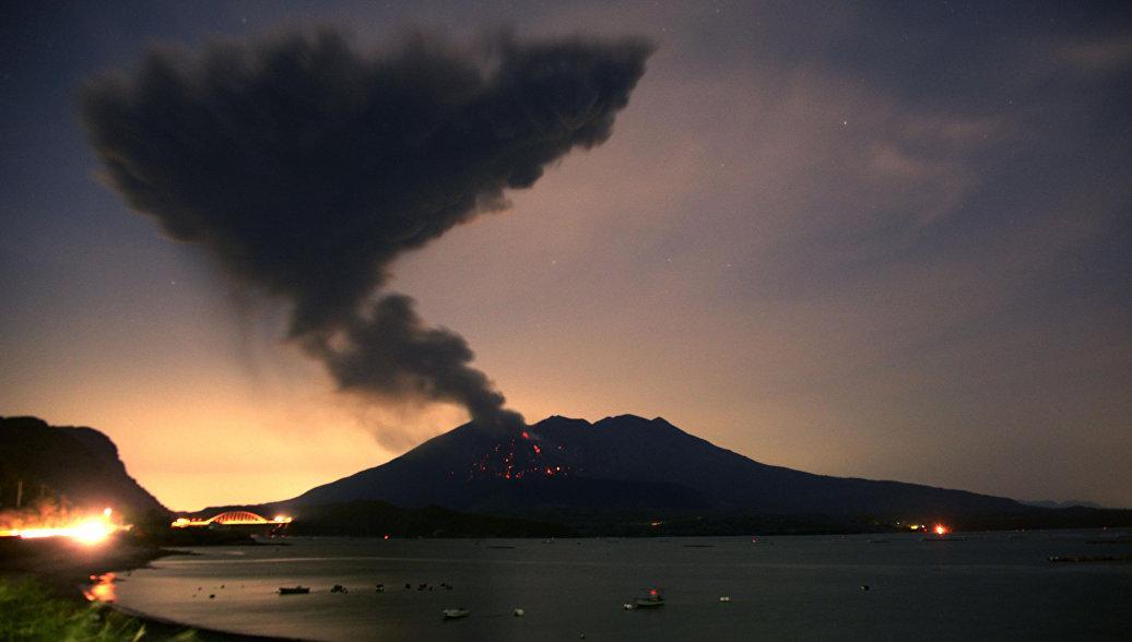 Вулкан Симмоэ вЯпонии начал извержение