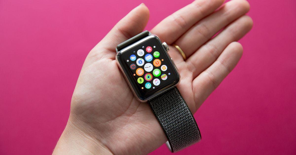 Владелец «умных» часов подал в суд на Apple из-за ремешка
