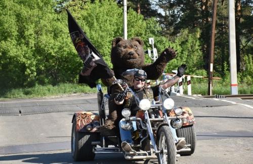 В Барнауле не нарушать ПДД призвал Дед Медвед на мотоцикле