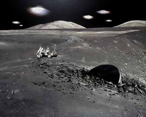 Уфологи сняли неизвестный самолет на Луне