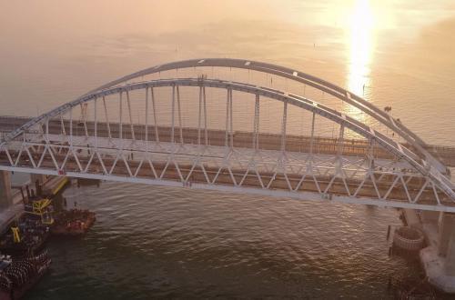 По Крымскому мосту успело проехать 300 тысяч машин