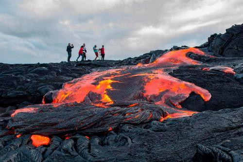 Вулкан на Гавайях извергает драгоценные камни
