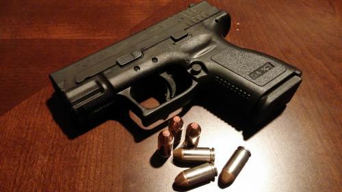 Мужчина устроил стрельбу, убил супругу и взял заложников в Новокузнецке