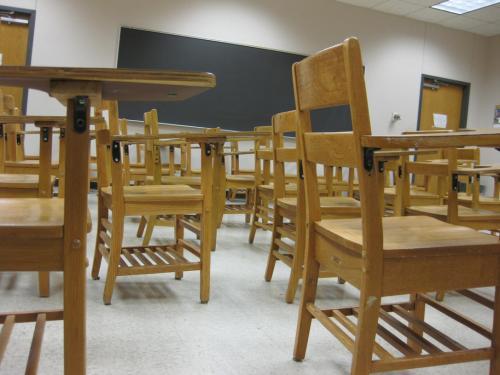 В Белгородской области за мат на уроках уволили почётного учителя
