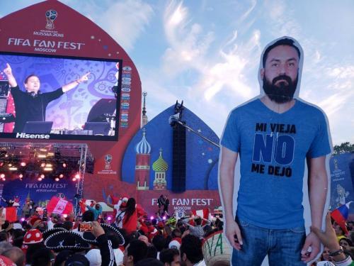 «Моя жена не отпустила меня»: картонный мексиканец стал звездой ЧМ – 2018