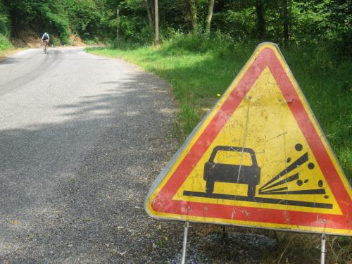 «Что-то да нарушишь»: Противоречие в дорожных знаках смутило водителей Новокузнецка