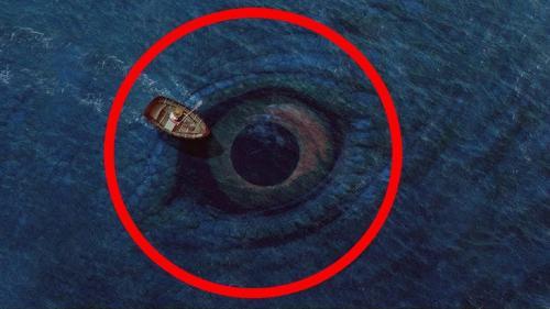 «Он позади тебя!»: Морской монстр-людоед пытался проглотить каноэ с рыбаком