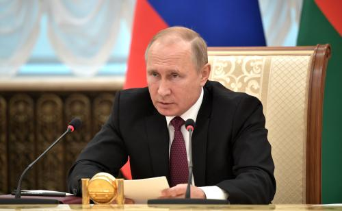 Путин поручил Кабмину уделить особое внимание организации детского отдыха