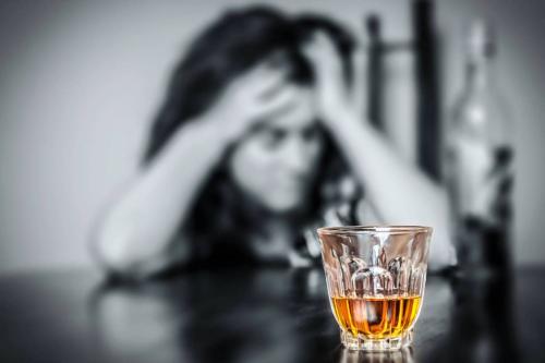 Исследователи назвали ключевую причину алкогольной зависимости