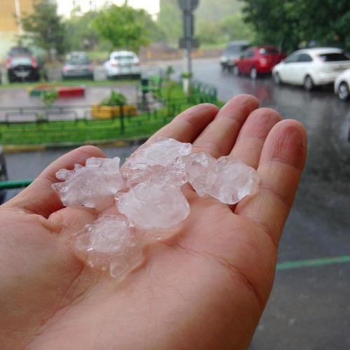 В Москве прошёл сильный град с дождём