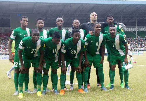 Нигерийские футболисты тренировались на пляже Ессентуков