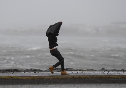 В сети показали, что творилось в эпицентре бури в Барнауле