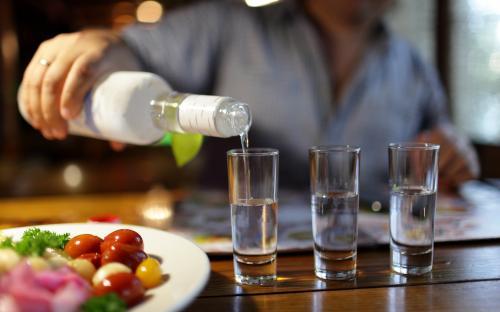Роспотребнадзор: Омичи чаще всех умирают от некачественного алкоголя