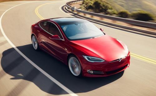 Электрокары Tesla оказались менее экологичными, чем автомобили на бензине