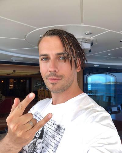 Поклонницы в восторге: Максим Галкин засветил накачанный торс в Instagram