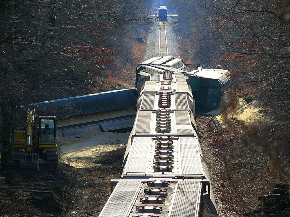 Поезд «Архангельск-Новороссийск» столкнулся с фургоном, необошлось без жертв