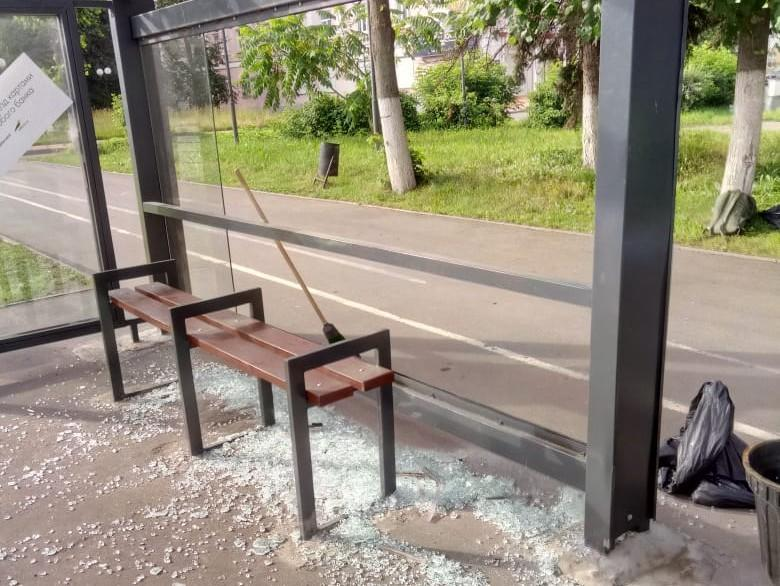 ВТвери вандалы разбили новейшую остановку