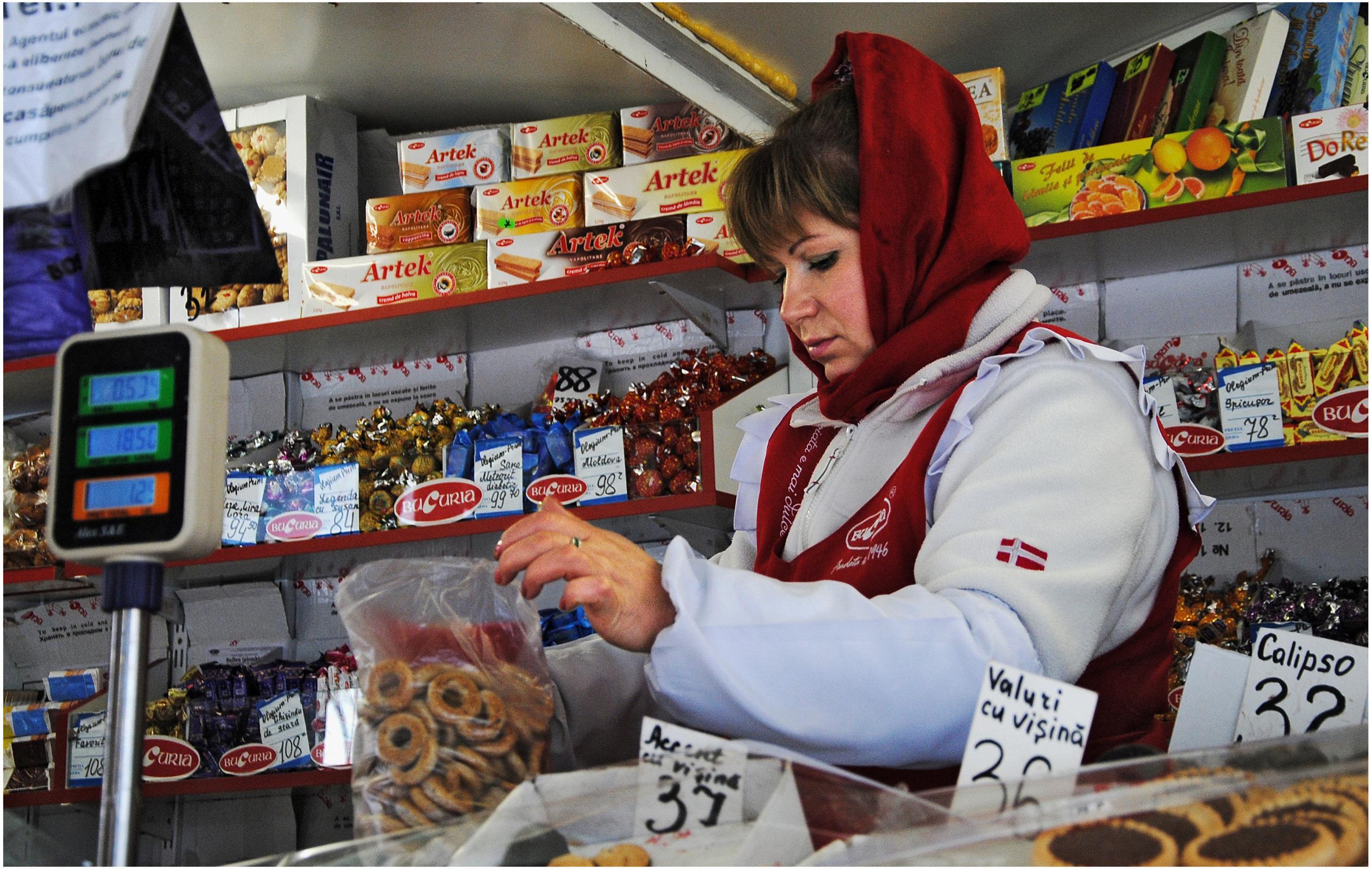 Трахнул продавщицу в магазине, С продавщицей - бесплатное порно онлайн 26 фотография