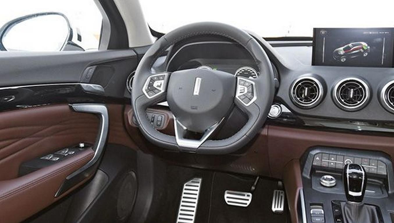 Преждевременно: Кроссовер-купе WEY Pi4 VV7x сфотографировали нагородских дорогах
