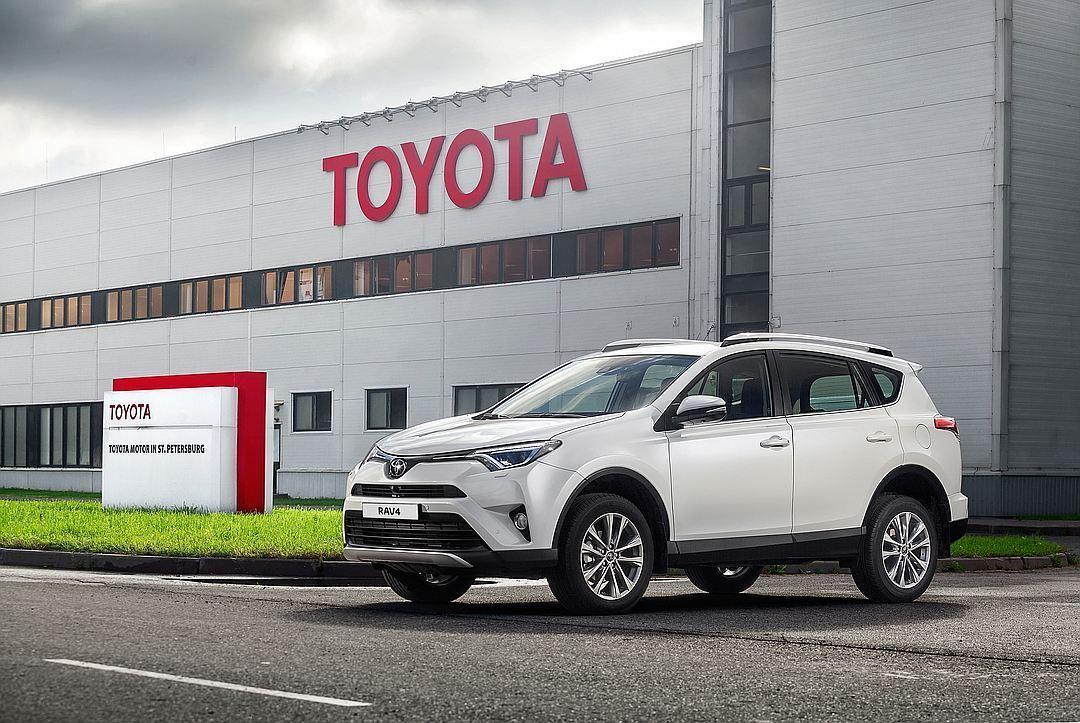 Завод Тойота вПитере уходит наканикулы