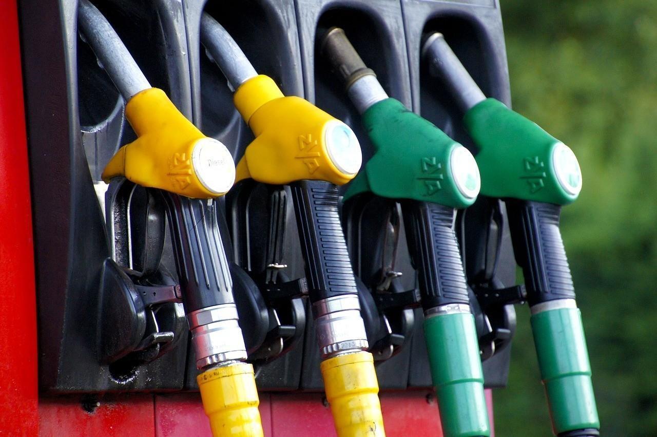 Цены набензин в РФ занеделю снизились на0,1%